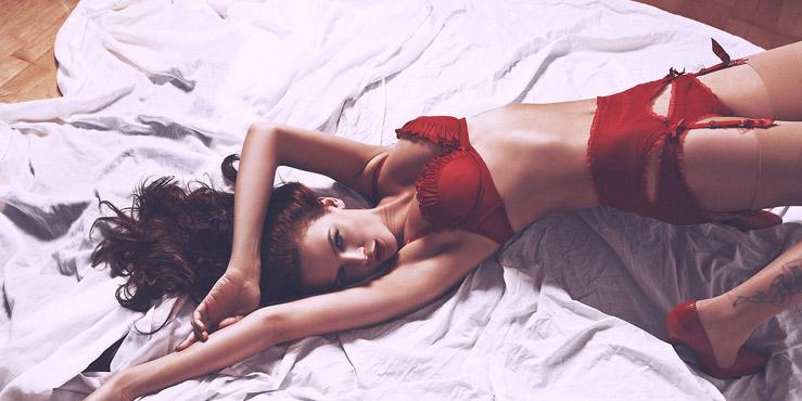 kırmızı iç giyim