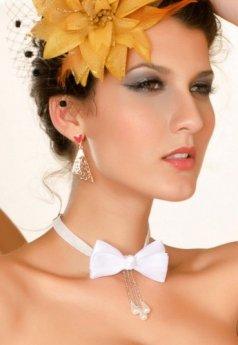Özel Tasarım Bayan Taşlı Beyaz Papyon