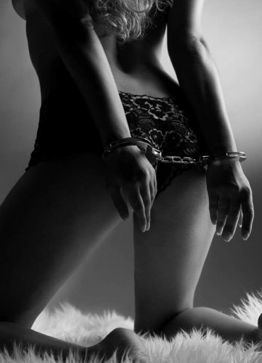 Fetiş sex Kelepçe ve Bağlama İpi